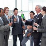 hoch die Tassen für unsere firmenfeiern